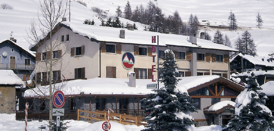 italy_milky_way_ski_area_sestriere_banchetta_hotel_exterior2.jpg